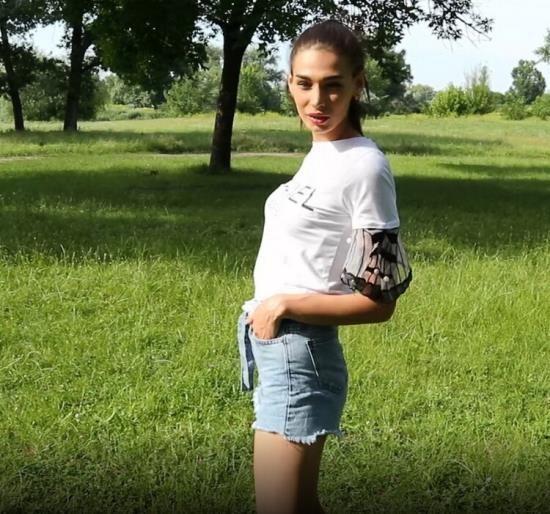 Fiamurr - Fiamurr - Russian cute girl sucks a dick in the forest (FullHD/1080p/213 MB)