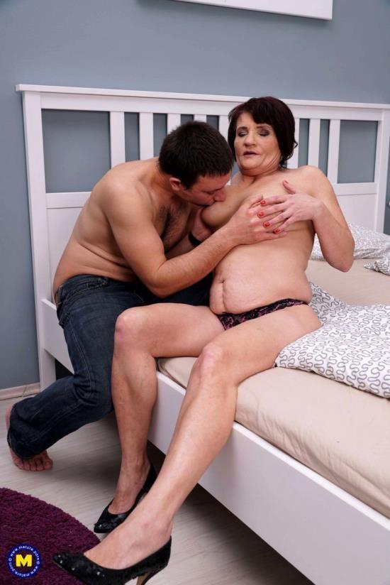 Mature.nl - Freya (50) - Fresh mature lady doing her toyboy (FullHD/1080p/1.21 GB)