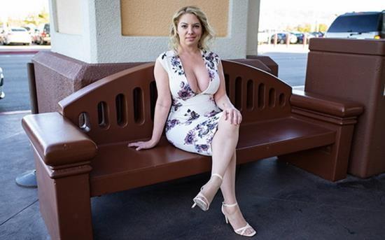 MomPov - Kiki - Big ass and titties blonde MILF (HD/720p/1.47 GB)