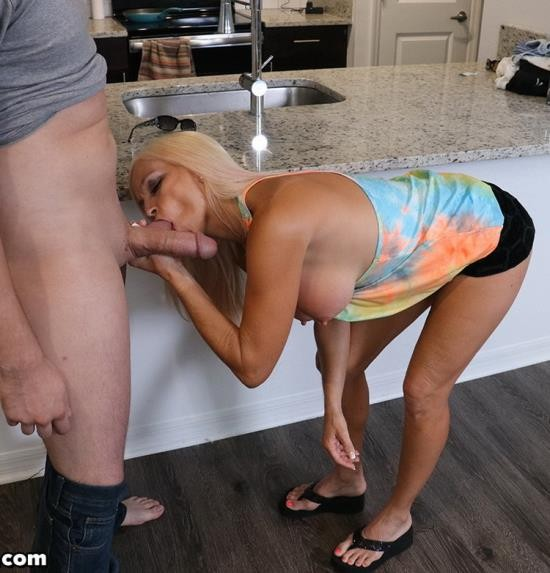 Familylust - Dani Dare - You are what you eat (FullHD/1080p/370 MB)