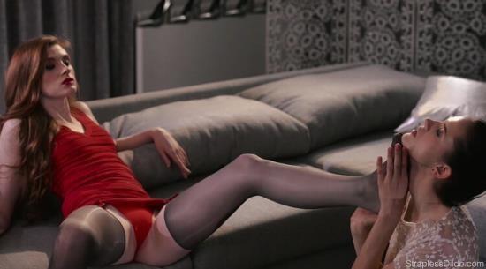 StraplessDildo - Rossy Bush - Hikes her skirt up for mias strapless dildo (FullHD/1080p/1.73 GB)
