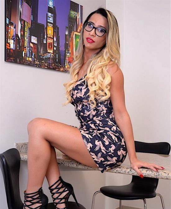 DreamTranny - Leticia Menezes - Anal Pleasure (HD/720p/945 MB)