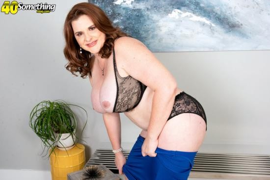 ScoreHD (PornMegaLoad)/40SomethingMag - Kaiserin Dee - The super-busty MILF's first time (FullHD/1080p/1.24 GB)