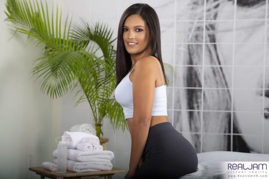 RealJamVR - Alina Belle - Oiled Latina Ass (UltraHD 4K/2160p/4.42 GB)