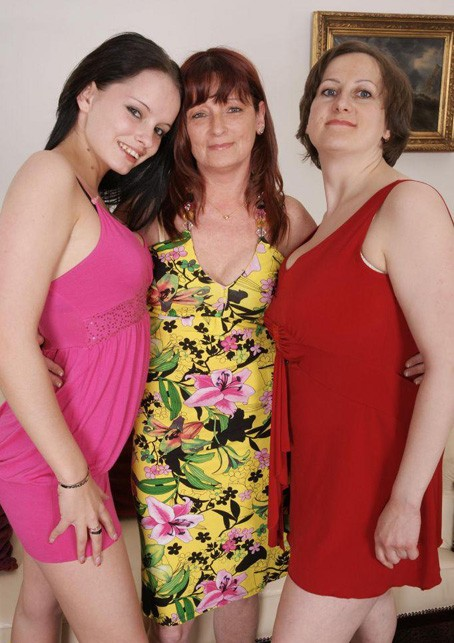Old-and-Young-Lesbians/Mature.nl - Leika (19), Stephana (36), Krisztina U.(45) - Lesbian-Alex 125 (HD/720p/1.10 GB)
