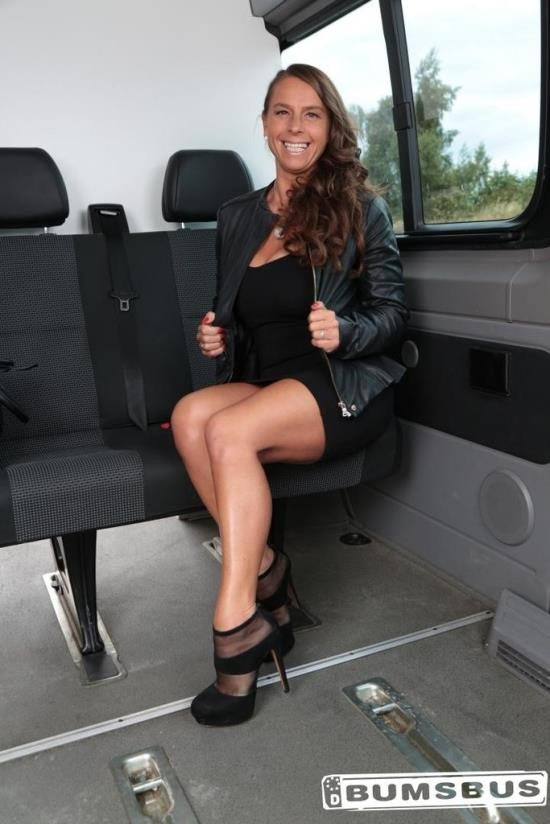 BumsBus/Porndoepremium - Sexy Susi - Sexy Susi interracial threesome on the bus (HD/720p/587 MB)