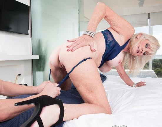ScoreHD (PornMegaLoad) / 60PlusMilfs - Leah L`Amour - 64-year-old Leah fucks a 23-year-old (FullHD/1080p/1.10 GB)