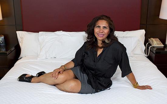 MomPov - Isabella - 48 year old Latina mom with a bush (HD/720p/1.58 GB)