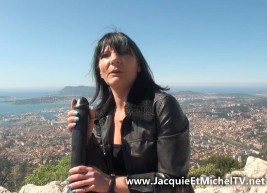 JacquieEtMichelTV/Indecentes-Voisines - Eva - On decouvre Eva, 40ans... et son ami Peter ! (HD/720p/1.09 GB)