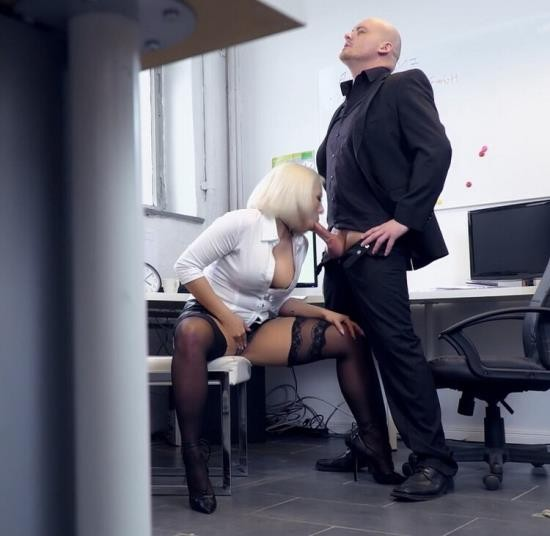 BumsBuero/PornDoePremium - Lilli Vanilli - Hot busty German Lilli Vanilli gets cum covered in naughty office sex (FullHD/1080p/2.03 GB)