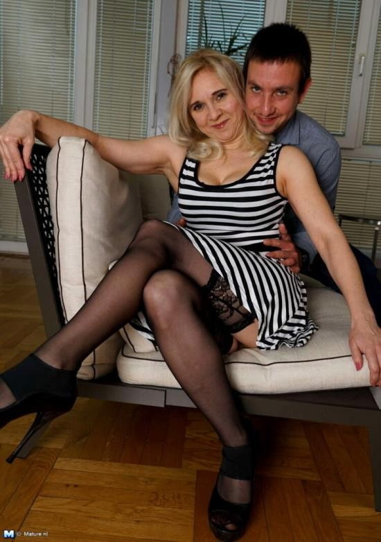 Mature.nl/Mature.eu - Alma - Naughty housewife fucking and sucking (FullHD/1080p/1.37 GB)