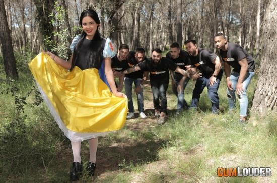 SpoofPorn/CumLouder - Apolonia Lapiedra - Apolonia and the 7 Dirty Fuckers (HD/720p/775 MB)