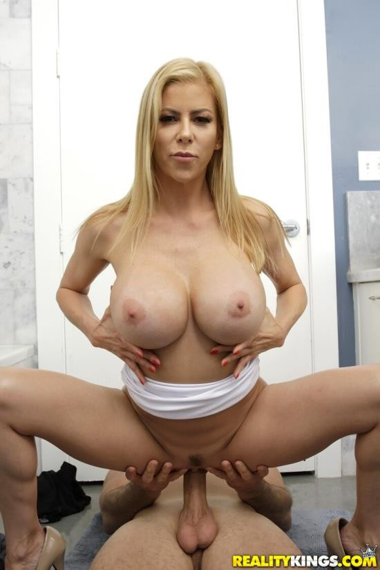 MilfHunter/RealityKings - Alexis Fawx - Help Please (FullHD/1080p/2.41 GB)