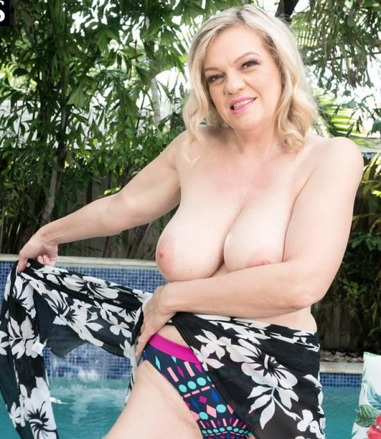 ScoreHD/PornMegaLoad - Lena Lewis - Poolside Playtime With Lena Lewis (FullHD/1080p/913 MB)