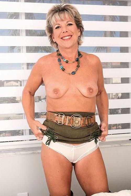 ScoreHD/PornMegaLoad - Constance Joy - Boots, A Buzzing (FullHD/1080p/519 MB)