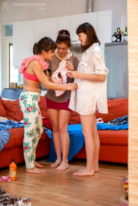 AbbyWinters - Billie T, Flora, Lulu - Girl-Girl: Threesome (FullHD/1080p/1.94 GB)