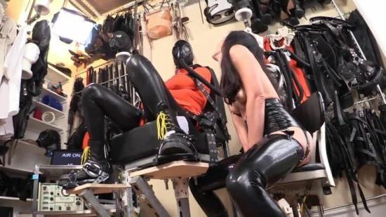 EliseGravesBondageLiberation - Elise Graves - Gas Mask - Rubber - Timed Motorized Valve - Electro And Vibrator Torture - Straitjacket (HD/720p/305 MB)
