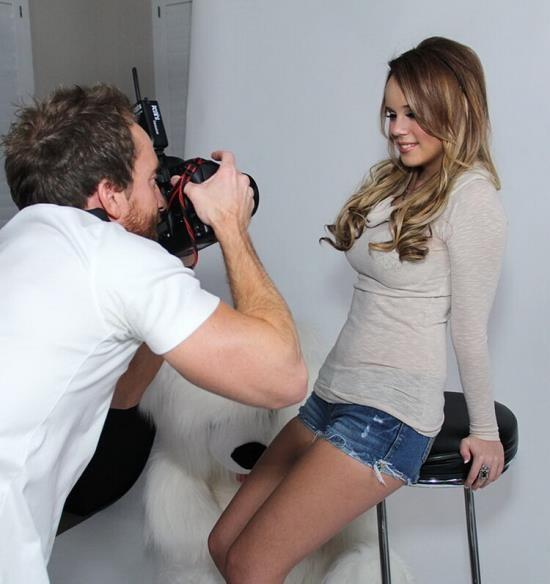 Teenfidelity - Alexis Adams - Photogra-Perv (FullHD/1080p/2.38 GB)