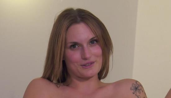 JacquieEtMichelTV - Marie Clarence - Le mur des tentations (FullHD/1080p/696 MB)