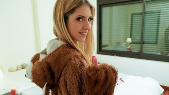 LetsTryAnal/Mofos - Rebecca Volpetti - Right Gift Wrong Girl (FullHD/1080p/4.15 GB)