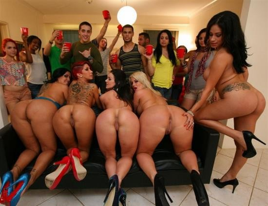 DormInvasion/BangBros - Kayla Carrera, Kendra Lust, Julie Cash, Kiara Marie, Jamie Valentine - Crashing a College Party (HD/720p/1.26 GB)