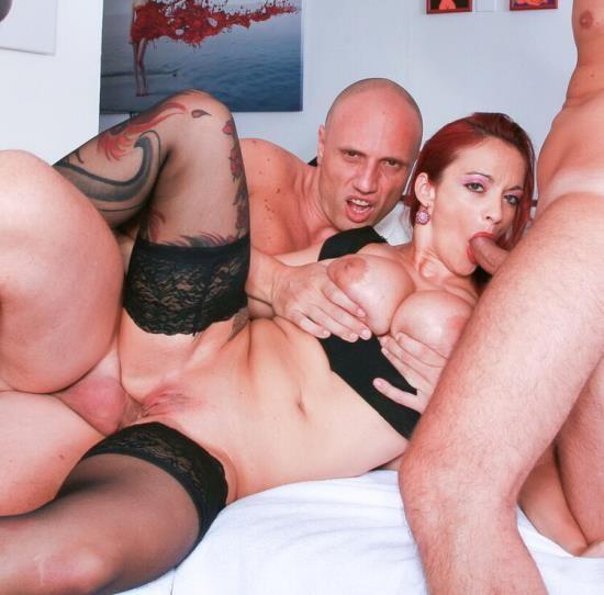 CastingAllaItaliana/PornDoePremium - Mary Rider - Busty Italian redhead amateur enjoys double anal in wild MMF threesome (HD/720p/652 MB)