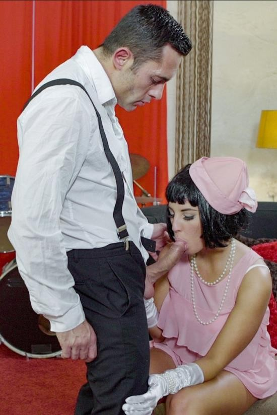 PinUpSex/PornDoePremium - Jenette - Seductive Hungarian pinup babe Jenette eats cum in hot fuck with musician (HD/720p/346 MB)