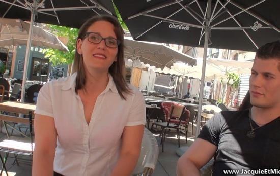 JacquieEtMichelTV/Indecentes-Voisines - Sandy - Sandy, 28ans, coquine de Marseille! (FullHD/1080p/2.14 GB)