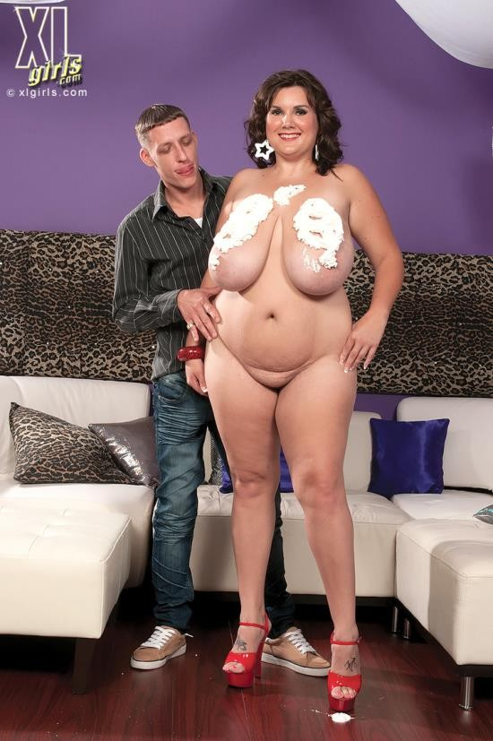 XLGirls/ScoreHD - Charlie Cooper - Big Girl Strip Club (HD/720p/305 MB)