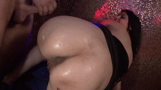 TuttiFrutti - Vick, Judy - Amateur Gang bang party (FullHD/1080p/1.46 GB)