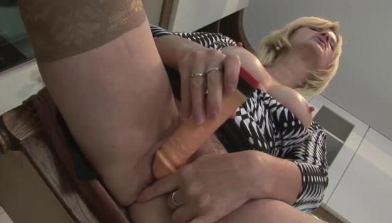 Tuttifrutti.club - Edith - Slutty porn-mom at home (HD/720p/912 MB)