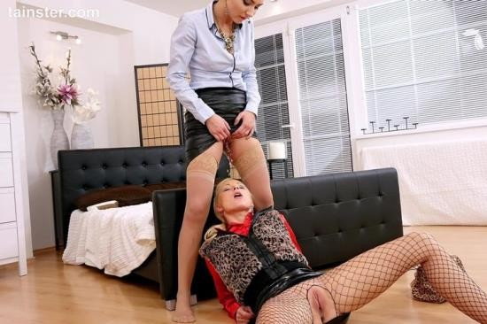 FullyClothedPissing/Tainster - Vanessa, Victoria Puppy - Street Prostitute Pissing Action (HD/720p/888 MB)