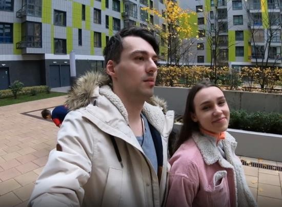 Pornhub - redkittycat - Walking around City Park with Stepsister and Making Public Sex in Forest (FullHD/1080p/388 MB)