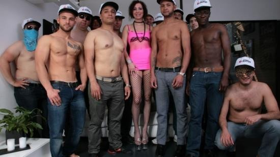 ScambistiMaturi/PornDoePremium - Sissi Neri - Huge interracial Italian gangbang with slutty mature Sissi Neri and 14 guys (HD/720p/833 MB)