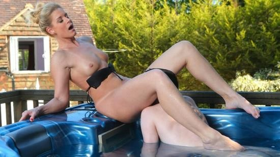 DorcelClub - India Summer - Horny moment in the jacuzzi for India Summer (FullHD/1080p/416 MB)