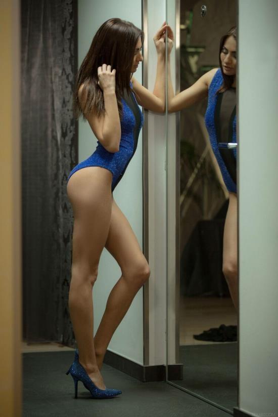 SexArt - Michaela Isizzu - Mirror (FullHD/1080p/708 MB)