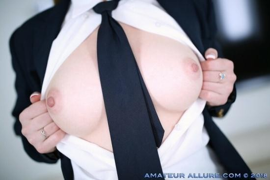AmateurAllure - Veronica Valentine - Horny Schoolgirl Rides A Dick And Swallows Two Loads (FullHD/1080p/1.28 GB)
