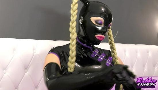 Rubber-Passion - Latex Lucy - Lucy Dresses Up (HD/720p/583 MB)