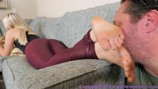 BratPrincess2 - Kat - Worship My Feet You Pathetic Idiot (FullHD/1080p/720 MB)