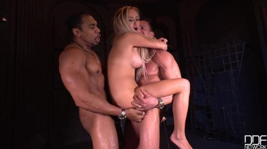 DDF NETWORK - MARCO BANDERAS, LARA ONYX, FRANCO ROCCAFORTE - CHAMBER OF ALLERGIC: SUBMISSIVE BLONDE DOUBLE-PENETRATED (HD/720p/1.46 GB)