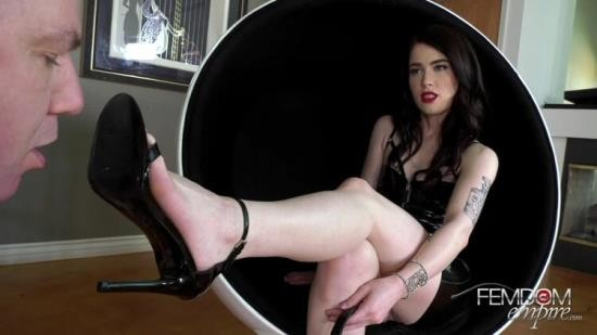 ViciousFemdomEmpire - Mistress Evelyn - Horny Foot Addict (FullHD/1080p/1.30 GB)