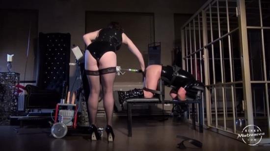 KinkyMistresses - Mistresses - A Fucking Machine In Berlin (HD/720p/260 MB)