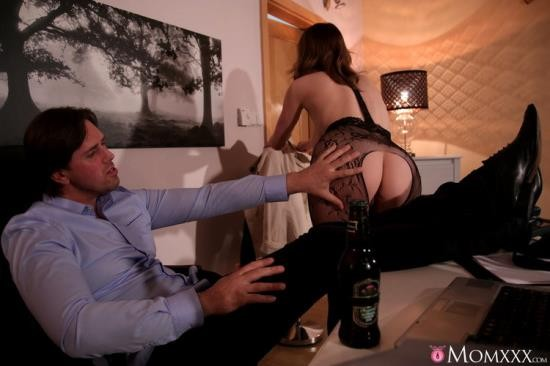 MomXXX/SexyHub - Victoria Daniels - Surprise Office Sex with Horny Wife (FullHD/1080p/1013 MB)