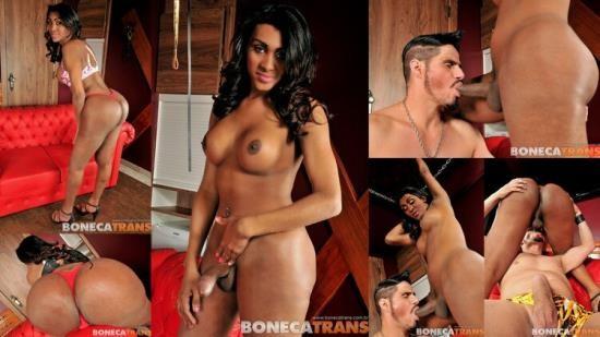 BonecaTrans.br/MegaCockTranny - Daphynne Duarth and Alex - Boneca Trans (HD/720p/369 MB)