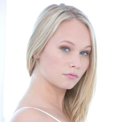 Blacked - Dakota James - Beautiful Blonde Screams With 2 Big Black Cocks! (HD/720p/1.89 GB)