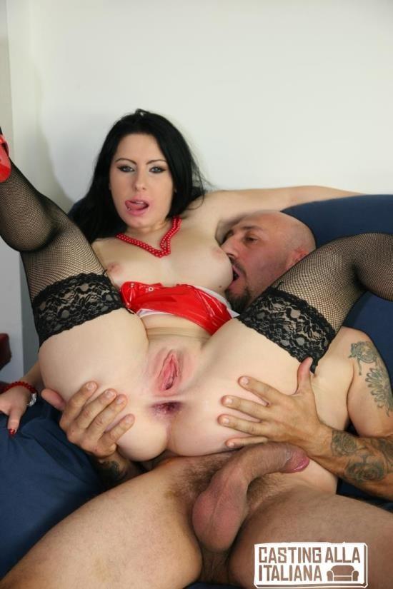 CastingAllaItaliana/PornDoePremium - Luna Oara - Voluptuous Italian beauty Luna Oara gets ass fucked by Omar Galanti (HD/720p/650 MB)