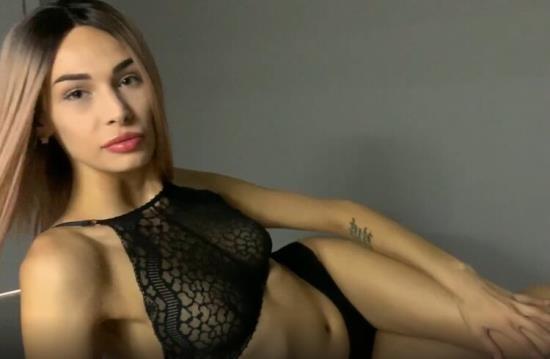 Pornhub - Fiamurr - Blowjob at Bedtime from Super Babe Fiamurr (FullHD/1080p/203 MB)