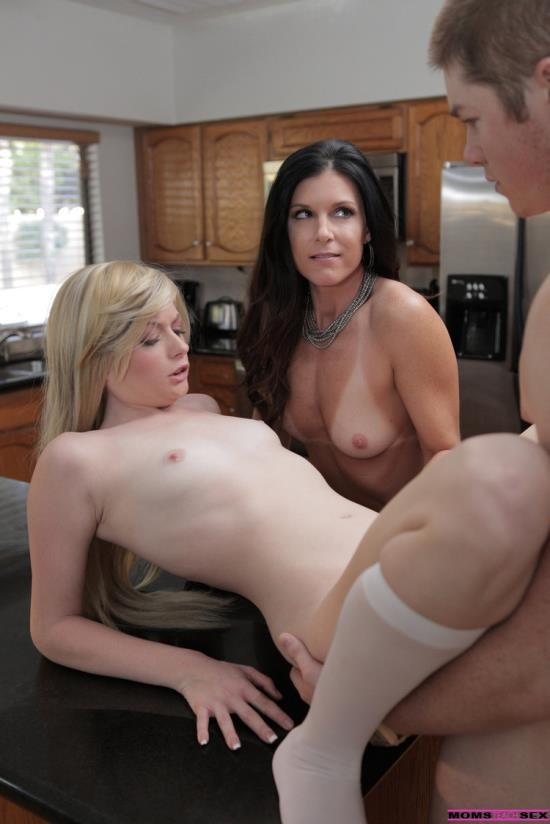 MomsTeachSex - Bailey Bradshaw, India Summer - Study Session Turns Sexual (HD/720p/1.04 GB)