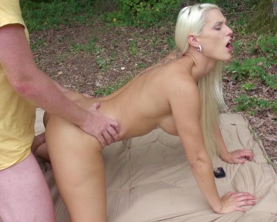 LegalPorno - Blanche Bradburry - Anal Pleasure In The Woods For Blanche Bradburry DE028 (SD/708 MB)