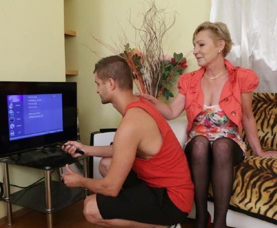 Mature.nl/Mature.eu - Maris (53) - mature lady doing her toyboy (FullHD/1080p/1.63 GB)